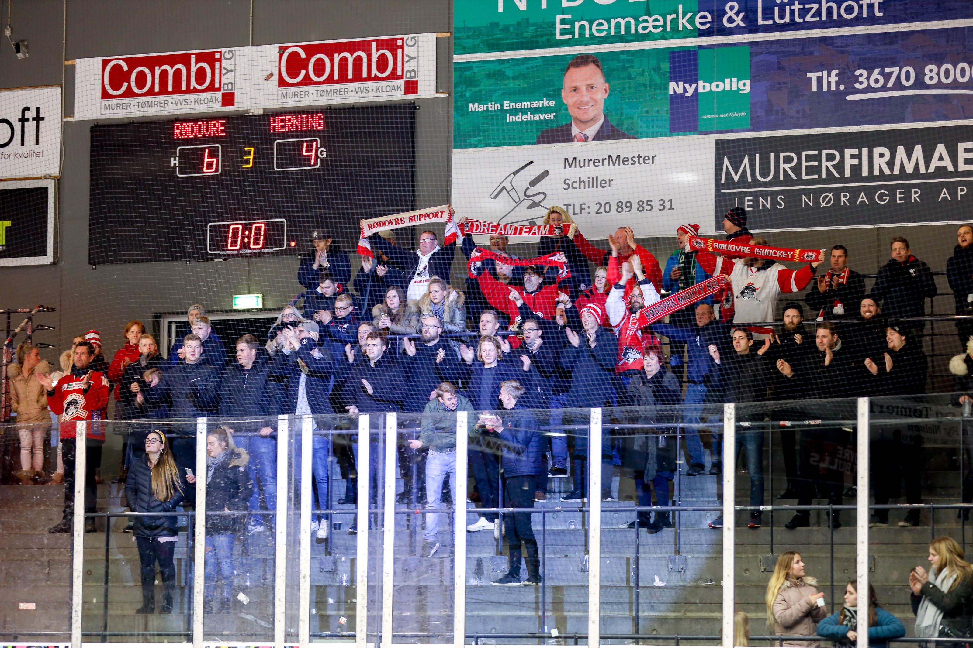 Rødovre-tilhængere fejrer en sejr.